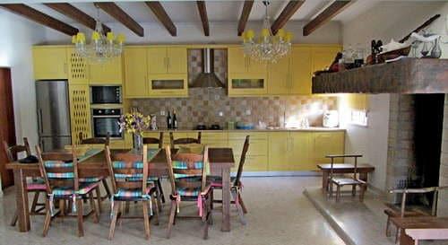 kleines resort portugal mit ferienvilla_haustiere erlaubt_Casa da Joana_Quinta do Carmo kitchen