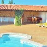 kleinschalig vakantie portugal met kinderen en huisdieren_Casa da Joana_Quinta do Carmo pool lounge