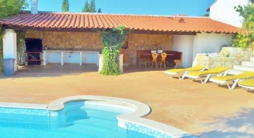 kleines resort portugal urlaub in ferienvilla_haustiere erlaubt_Casa da Joana_Quinta do Carmo pool lounge