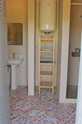 glamping holiday Portugal at small and child friendly resort Casa Cantiga_private bathroom