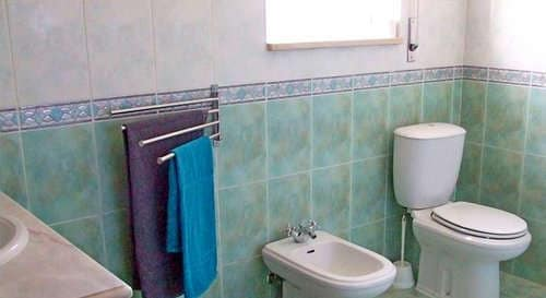holiday house Costa Prata Portugal at child friendly small resort _ bathroom