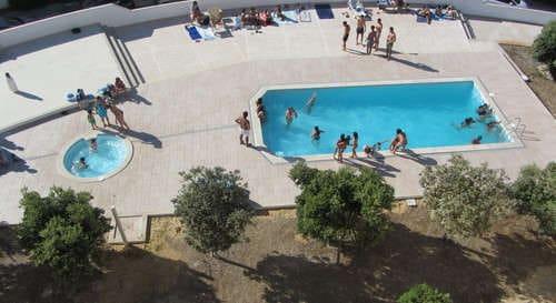 Beach holiday apartment Portugal close to Nazaré Silver Coast mid Portugal_piscinas e mar