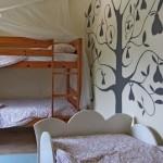 férias em família com bebé ou filhos no pequeno resort Alcobaça_bedroom kids